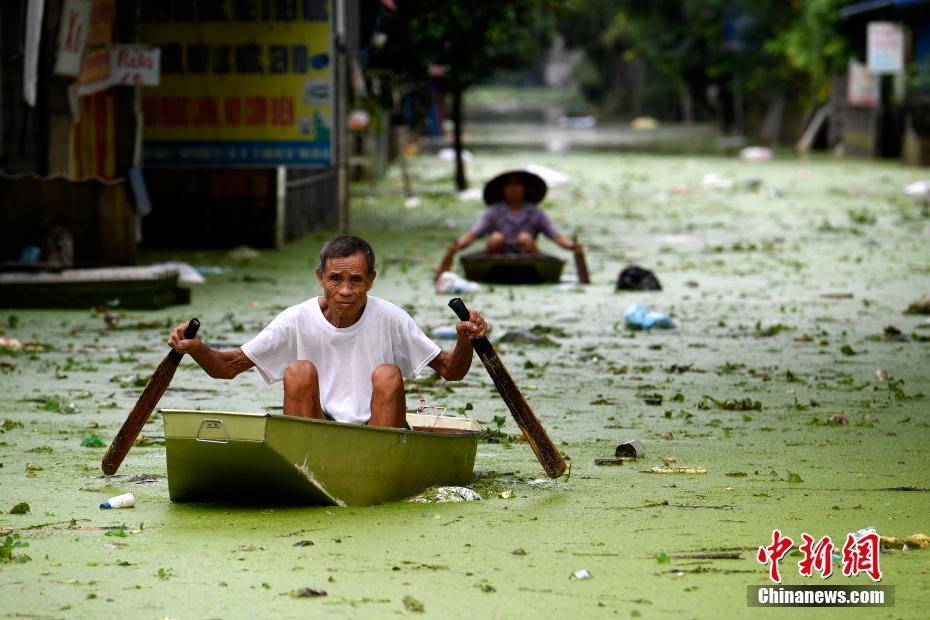 广东珠海坠海货车已被打捞上岸,司机仍失联