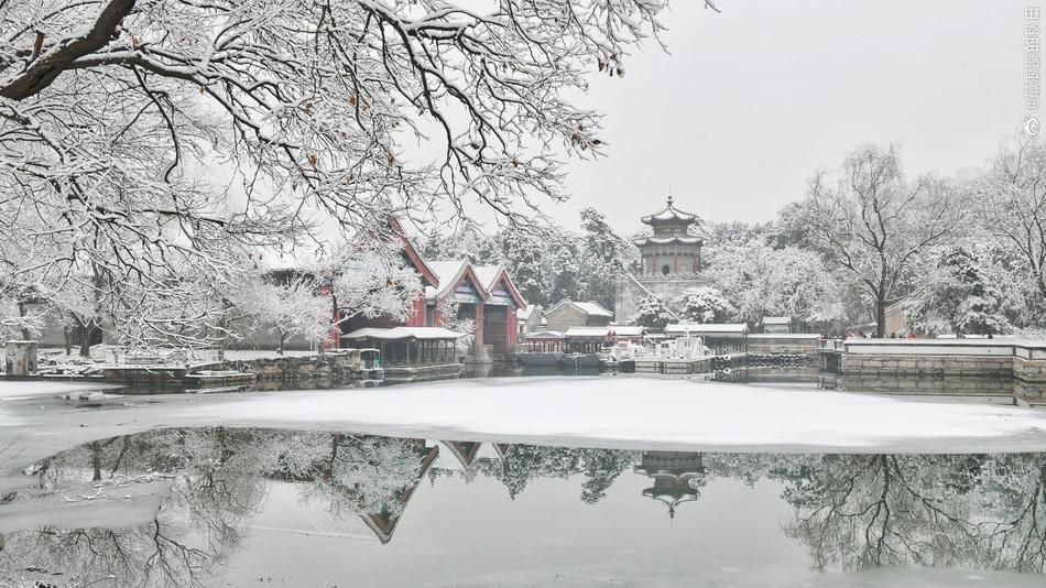 北京迎来2020年初雪 全城银装素裹