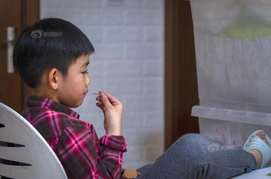 杭州6岁自闭症男孩妈妈哭诉走投无路 涉嫌遗弃罪被抓