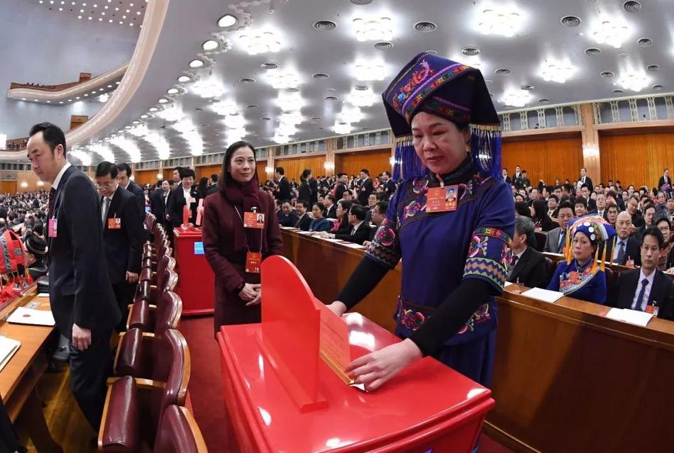 从制度的视角观察中国的现代化建设之路