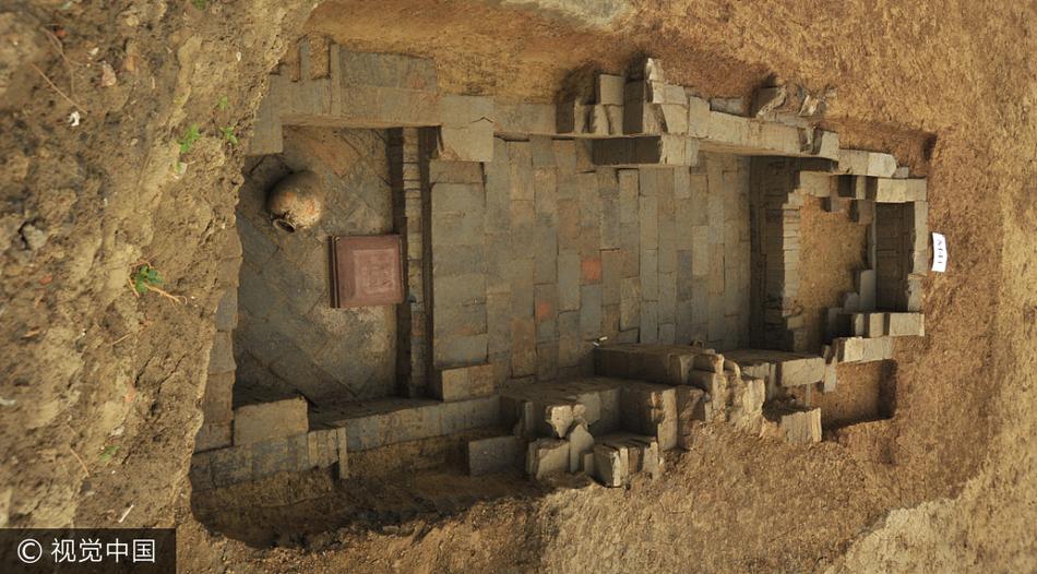 成都考古新发现 青羊大道旁出土75座古墓高清图片