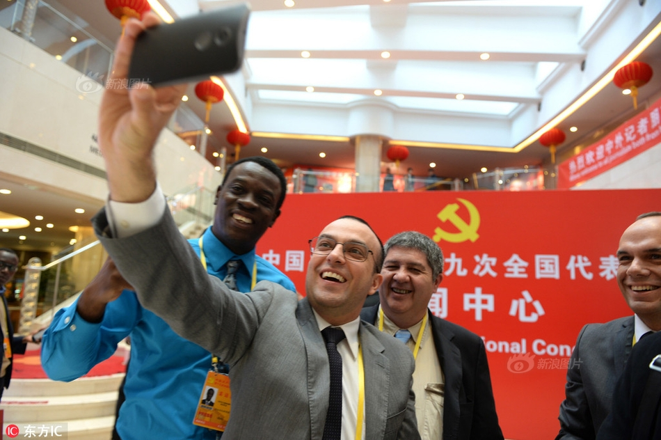 武汉理工大学举行2018微纳功能材料国际论坛