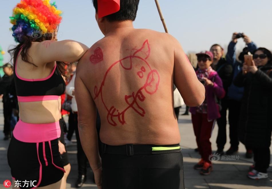 北京世园会迎首个客流高峰 京礼高速专用道启用