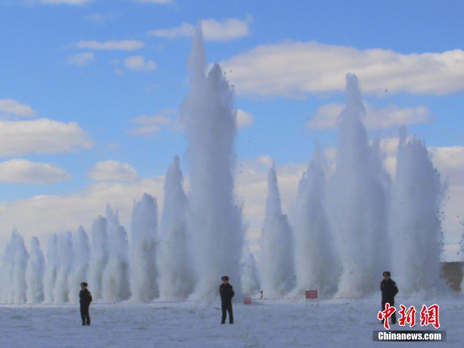 朝鲜天气预报节目换风格 主持人起身生动解说