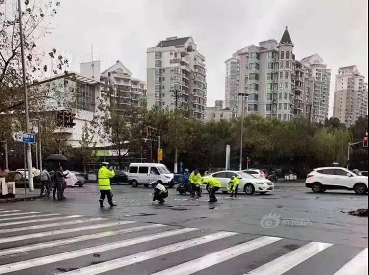 浙江椒江发生一起故意伤人案,犯罪嫌疑人用菜刀割伤女雇主