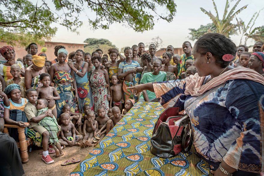 们要把孩子卖到尼日利亚.人口贩卖是可怕的,你们有吃的了,但是