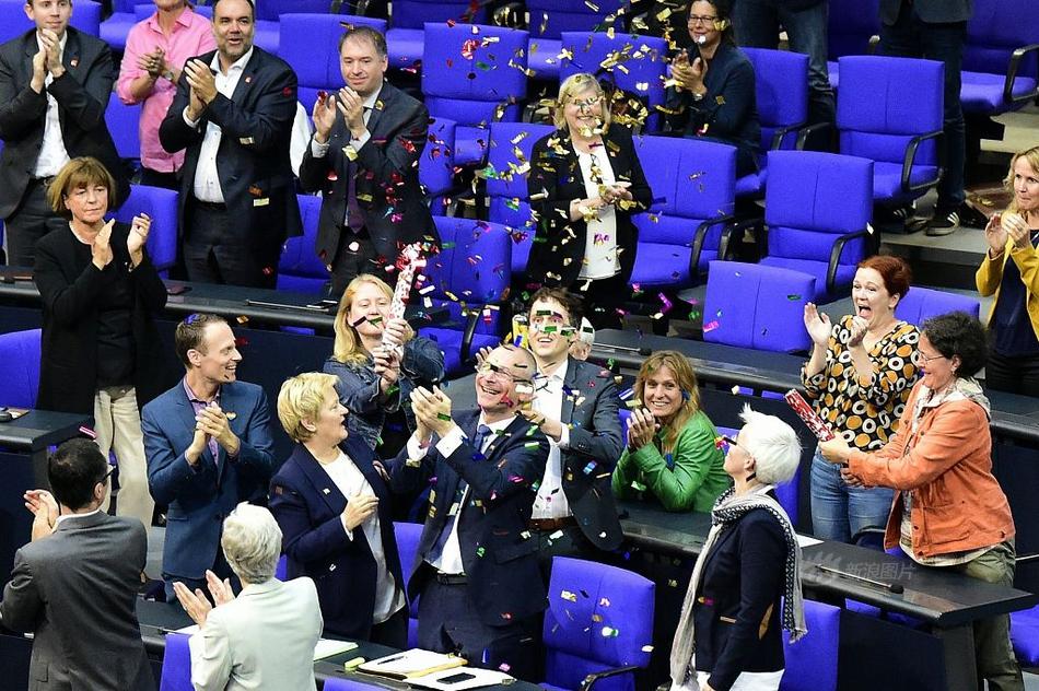 德国联邦议院通过同性婚姻合法化法案
