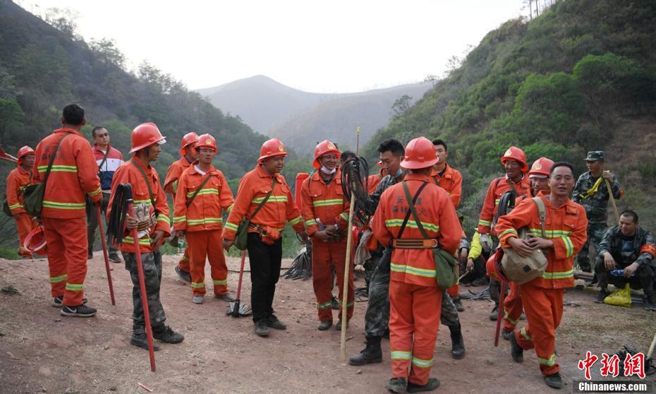 甘孜州九龙森林火灾已扑灭 起火原因为雷击引发