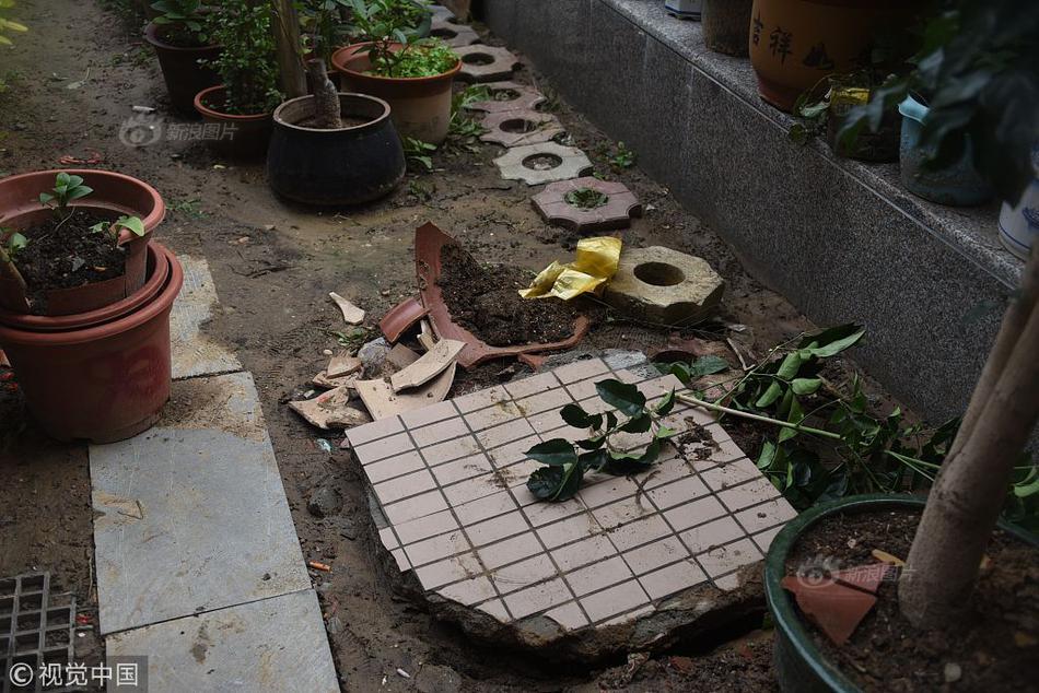 披露疑点!模拟印尼客机坠毁:航迹诡异 撞击海面后断裂