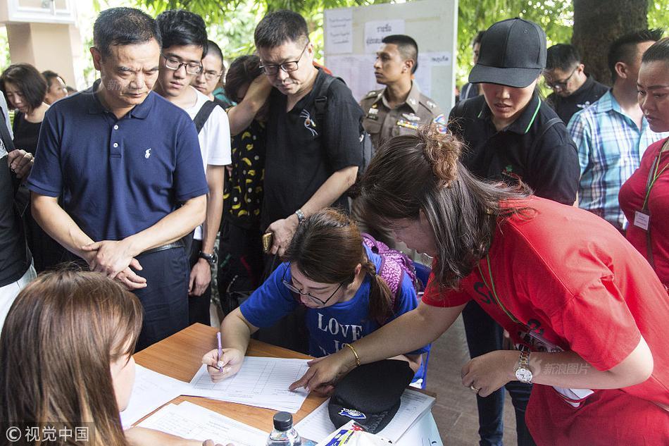 泰国普吉岛沉船事故已致40人遇难 家属赴医院确认