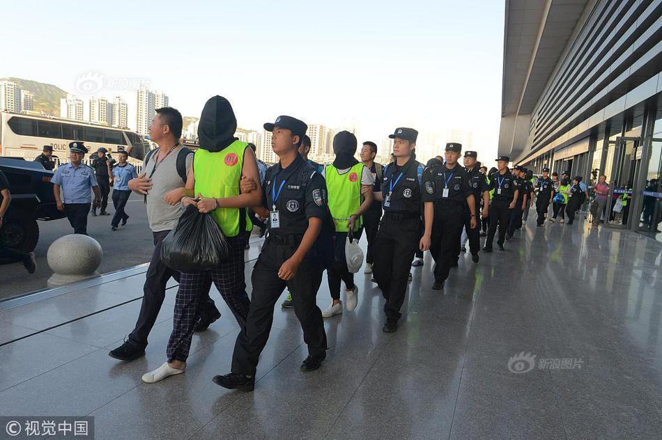 重庆纪检干部被起诉:收百万助在逃人员投案后办取保候审