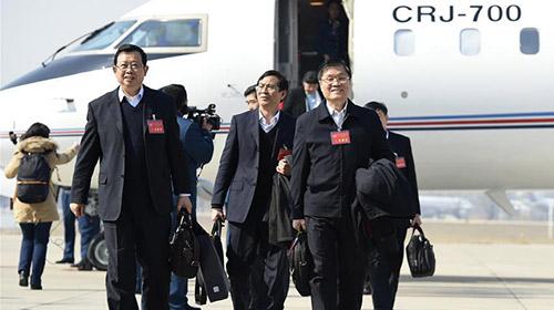 全国两会明日启幕 代表委员陆续抵京