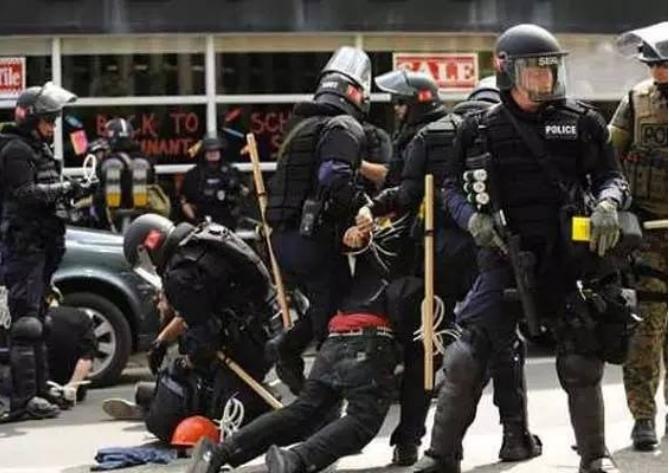 面对暴力执法,你会怎么做?