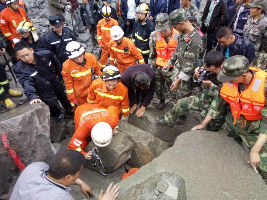 茂县一名电信职工36名亲属失联 仍坚持抢险救援