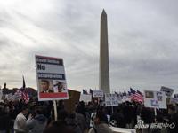 新浪直击美国声援警察梁彼得游行:华裔不沉默