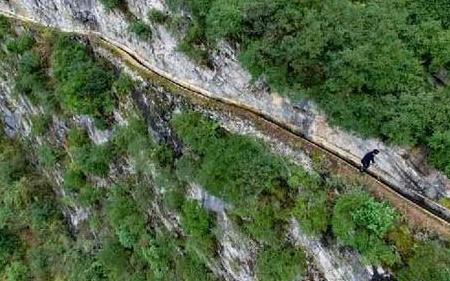 绝壁凿天渠壮志凌山河:贵州遵义市老支书黄大发