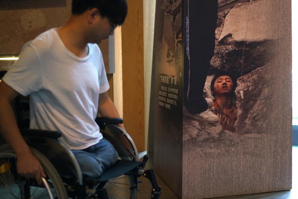 motorized platform that turn wheelchair into sand