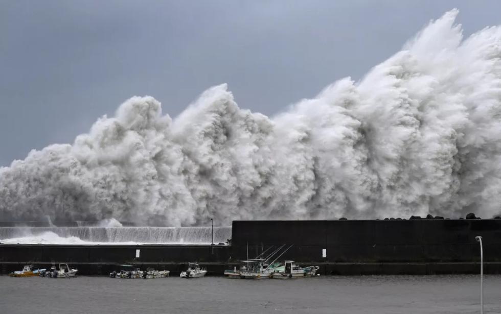 25年最强台风登陆日本:机场变港口 屋顶被掀翻
