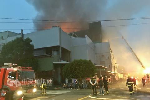 台湾大火5名消防员殉职:火场内遇爆炸和机具倒塌