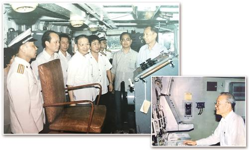 左上图 潘镜芙(左四)在051型舰艇上指导工作。右下图 潘镜芙在052型驱逐舰作战指挥室内工作。 经济日报-中国经济网记者 常 理摄