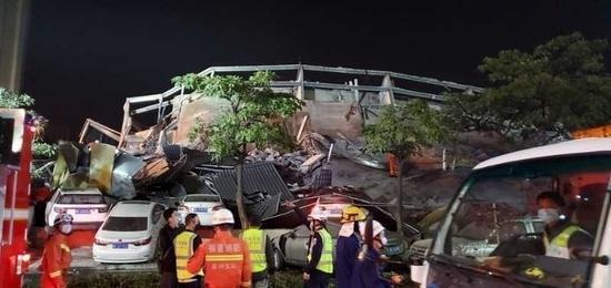 蓝冠:不眠夜泉州酒店坍塌事故被困约蓝冠70人已救图片