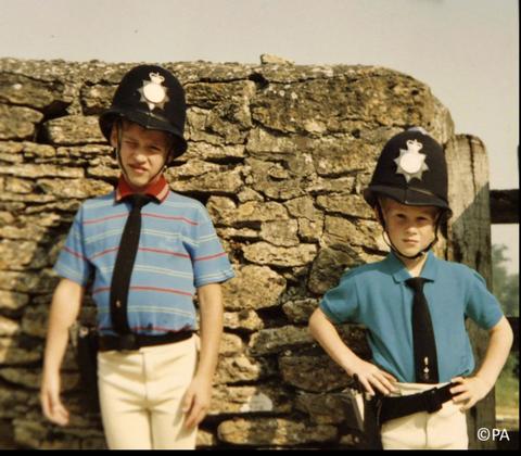 威廉、哈里兄弟俩的儿时照片