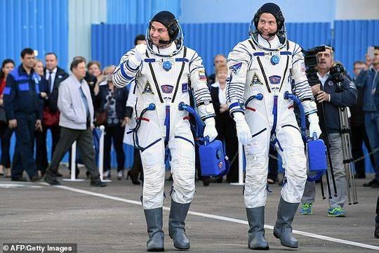 美国宇航员尼克·黑格(右)和俄罗斯宇航员阿列克谢·奥夫奇宁(左)将于2019年春天再前往国际空间站。