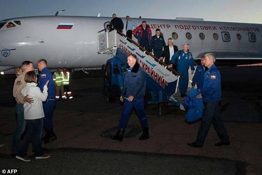 阿列克谢·奥夫奇宁和尼克·黑格正在等待调查联盟号火箭故障原因的结果。