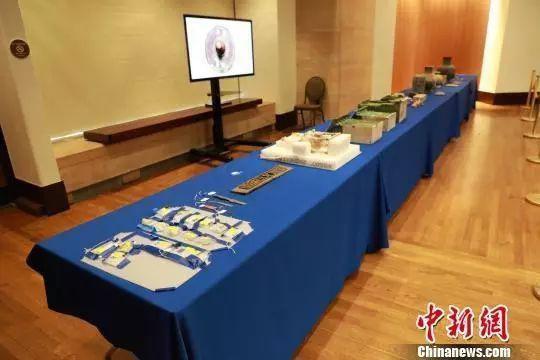 中国文物返还仪式现场展示了其中20余件(套)文物。图据中新网