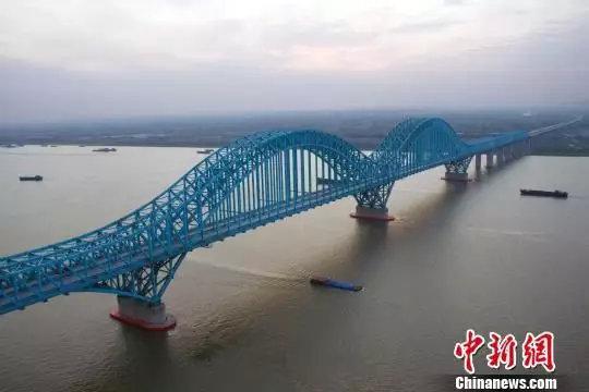 图为京沪高铁南京大胜关长江大桥。 图片来源:中新网