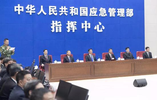 4月16日,中共中央政治局常委、国务院副总理韩正出席应急管理部挂牌仪式丁海涛 摄