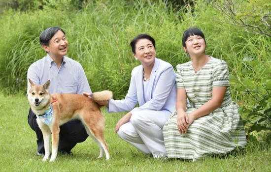 """继安倍之后,日本天皇一家的""""暑假""""也因疫情取消"""