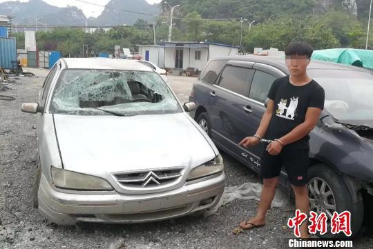 图为涉嫌肇事男子与车辆。 韦豪强 摄