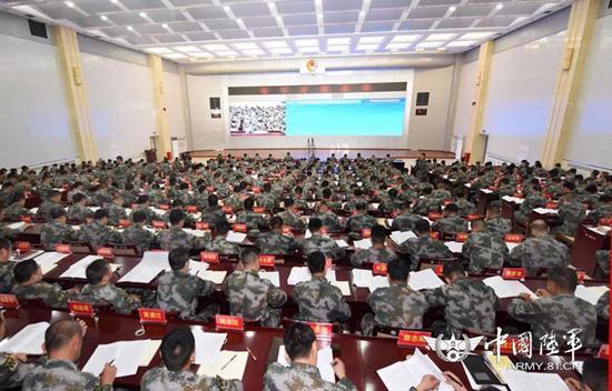 △5月22日,陆军组织的练兵备战及转型建设集训在新疆军区某训练基地拉开帷幕。张永进摄