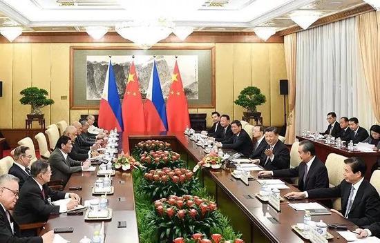 8月29日,国度主席习远仄正在北京垂钓台国宾馆会晤菲律宾总统杜特我特