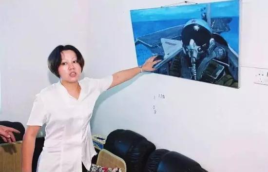 王伟自己创作的油画。