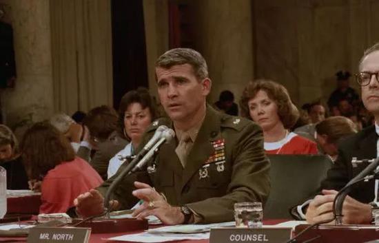 ▲资料图片:1987年,诺斯承认他在枪械换现金的问题上向国会撒谎。