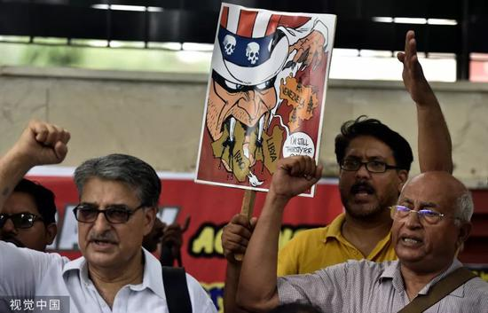 ▲6月25日,印度新德里,数百名印度民众在市中心举行游行,抗议美国国务卿蓬佩奥访问印度。