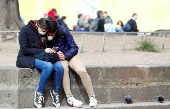 图为2月25日,意大利罗马街头。(路透社)
