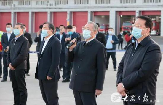 刘家义、龚正迎接支援湖北医疗队员