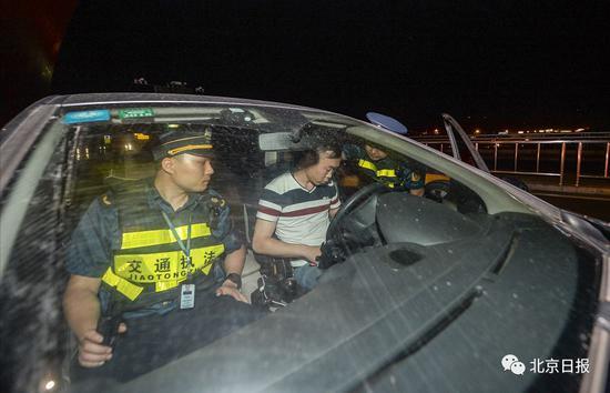 非京籍滴滴司机在首都机场T3航站楼被交通执法人员查处