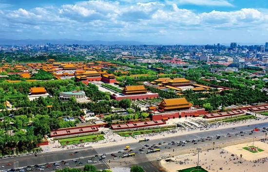北京故宫俯瞰图。依照中国古代星象学说,紫微星(即北极星)位于中天,乃天帝所居,天人对应,所以皇帝的居所又称紫禁城。