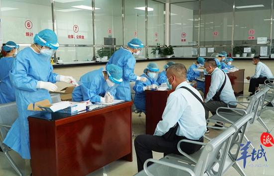 广州对全市出租车司机开展免费核酸检测!图片