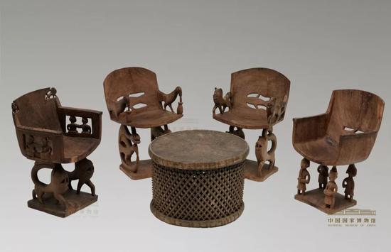 中国国家博物馆展品《贝宁酋长椅、酋长几》。图片来源:中国国家博物馆网站
