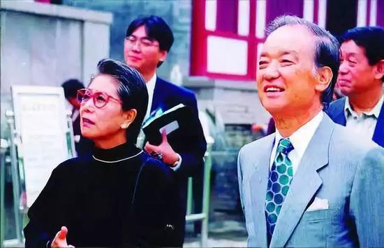 △1999年,海部俊树(右)在西安