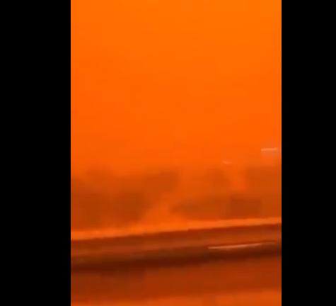 沙尘暴席卷波斯湾地区:天空变橙红色 能见度仅几米