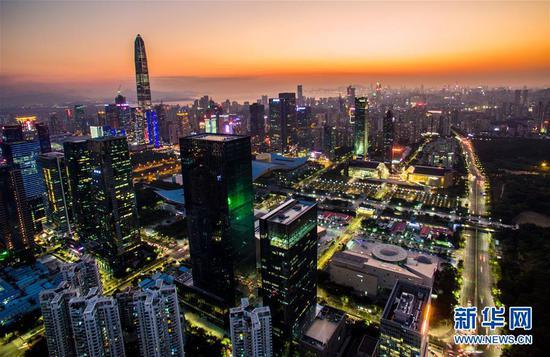 深圳市中心夜景(2017年2月14日无人机拍摄)。 新华社记者 毛思倩 摄