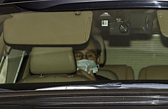 韩国前总统李明博就医 将于11月2日正式服刑