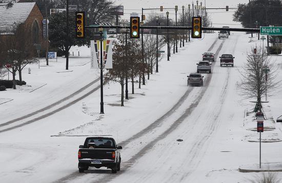 美媒:冬季恶劣天气已致全美近70人死亡