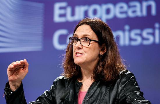 (3月7日,欧盟贸易专员Cecilia?Malmstrom召开新闻发布会。据报道,欧盟委员会已经草拟了一份征税清单,计划向价值28亿欧元的美国进口产品征税25%的关税。图/视觉中国)